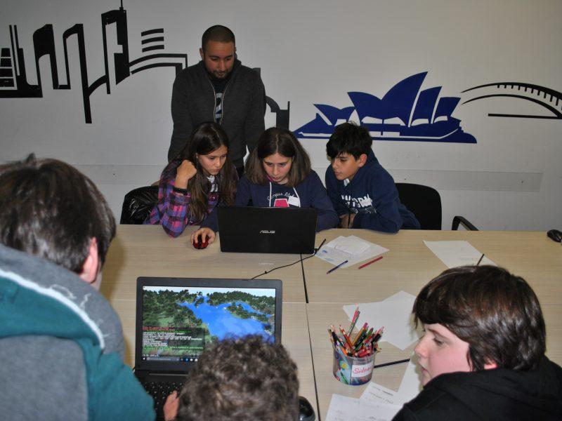 Laboratori di creatività, robot, video giochi per bambini e genitori