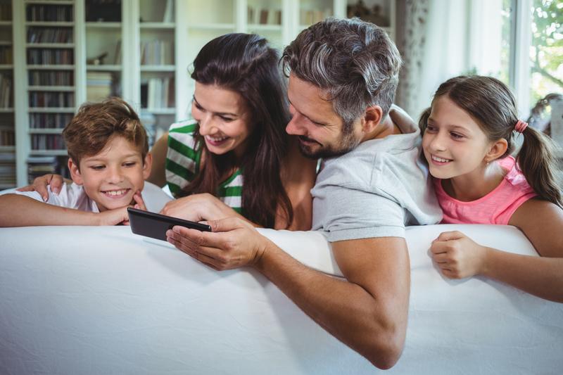 Smartphone in famiglia: regole condivise per non subire la tecnologia
