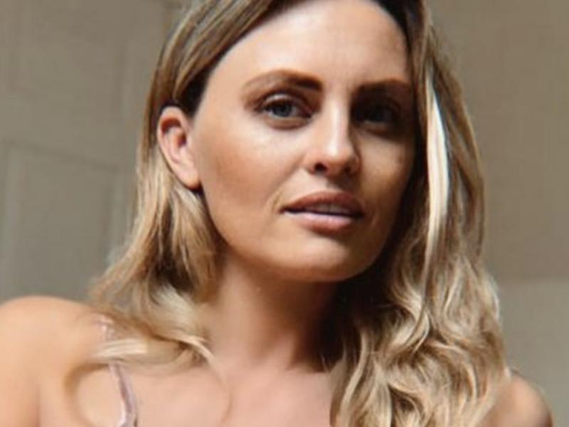 Partorire in diretta a pagamento: Polemica su Carla Bellucci